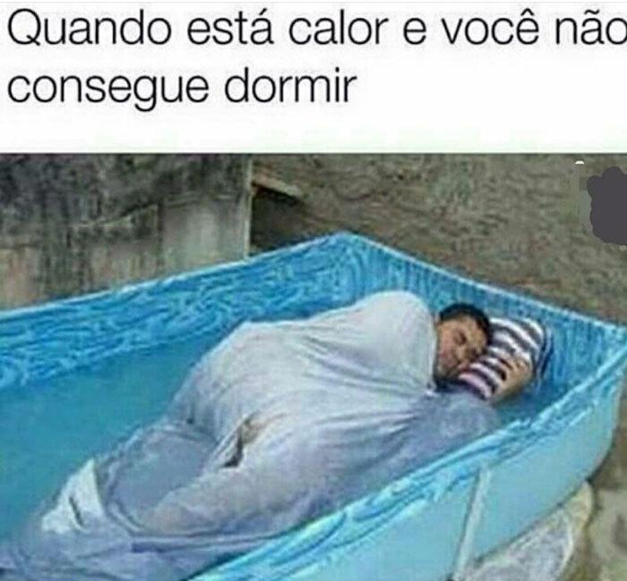 O Titulo Foi Dormir na piscina - meme