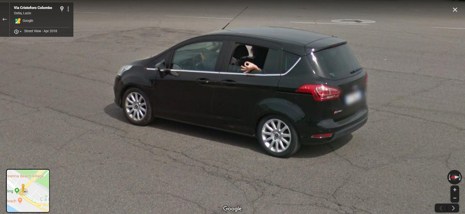 quando voce olhada janela do seu carro e ve o carro do google - meme