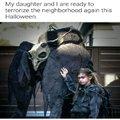 """""""Eu e minha filha estamos prontos para assustar a vizinhanca novamente esse Halloween"""""""