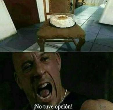 El titulo se comio el pastel sentado en la silla - meme