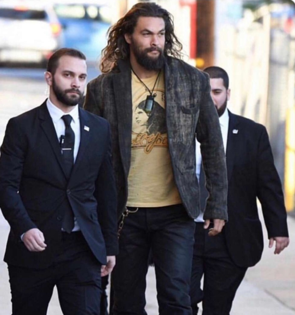 Jason momoa's body guards are pointless - meme