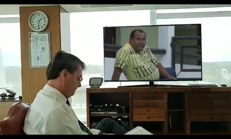 Biror assistindo Deus - meme