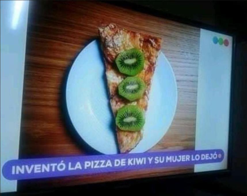 Pizza + noticia de mierda - meme