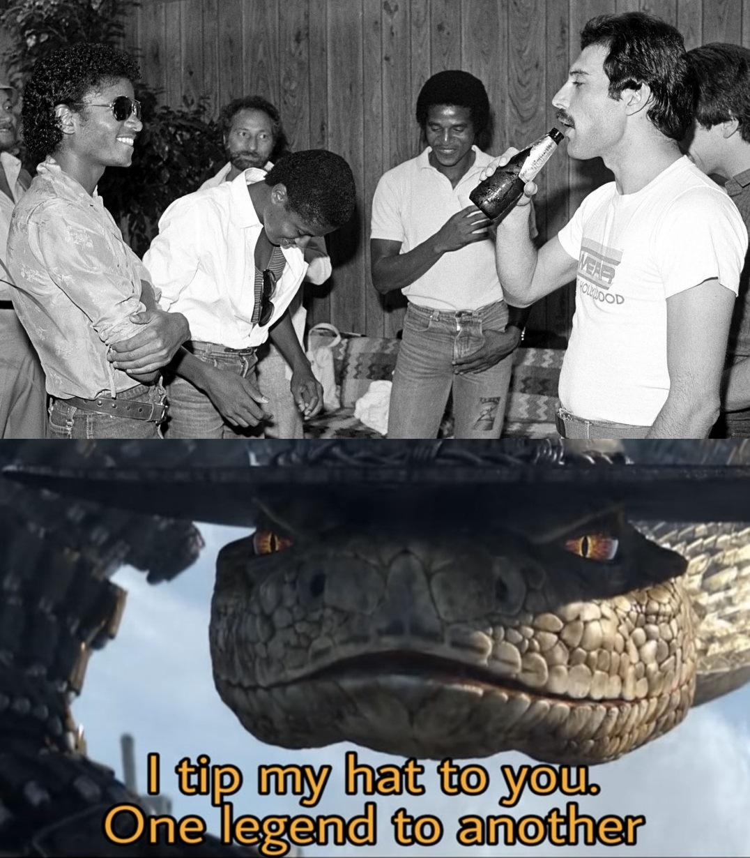 Creditos a un buen amigo mio que me dio la idea. PD: Perdón pero no logre encontrar la plantilla en español :/. PD: para la gente que no los reconozca son Freddie Mercury y Michael Jackson - meme