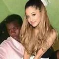 Ariana sentada na grande cabeça da minha rola