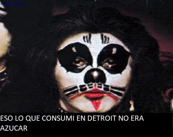 La verdad el antiguo maquillaje de KISS llegaba a ser extraño en especial el de Peter Criss - meme