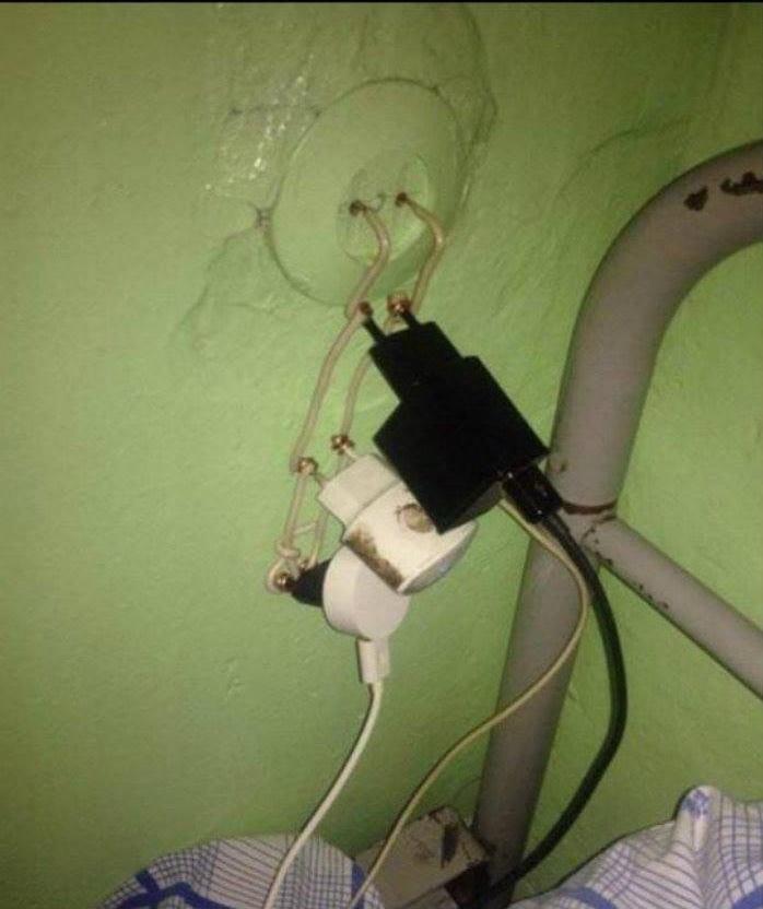 Trust me I'm in electrician - meme