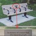 """""""Em memória de Leonard Ball, que odiava pessoas gordas"""""""