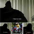 Duas motos em um homem