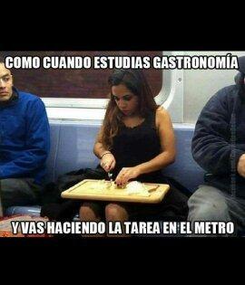 Gastronomia en el metro - meme