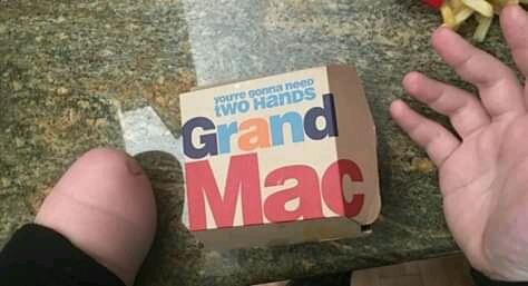 você vai precisa das duas mãos - meme