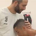 Gonzalo Higuain bota Cristiano Ronaldo pra mamar na sua apresentação no Juventus.
