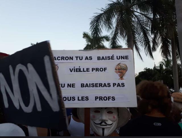 Pendant ce temps en Martinique - meme