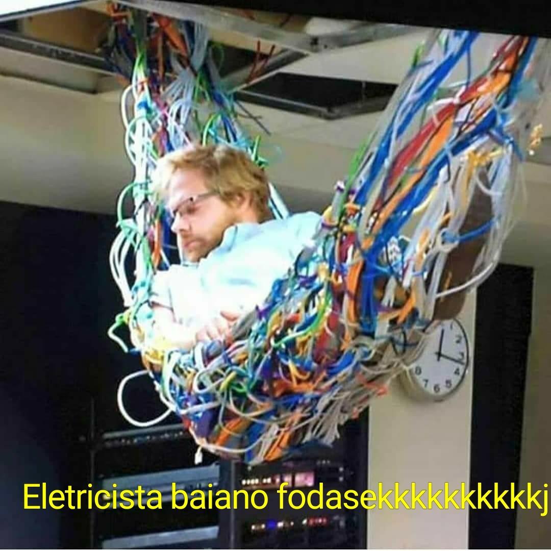 Eis que um baianor decide virar eletricista kkkkkkkkkkkkkkkkk - meme