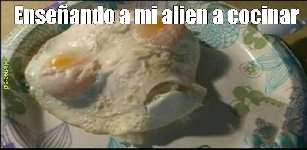 Esto si es un huevo alien :v - meme