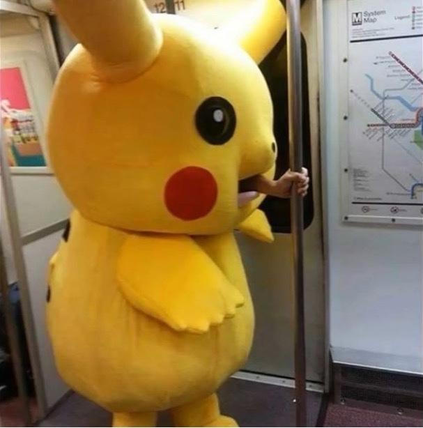 Pikachu trabalhador comeu o ash - meme
