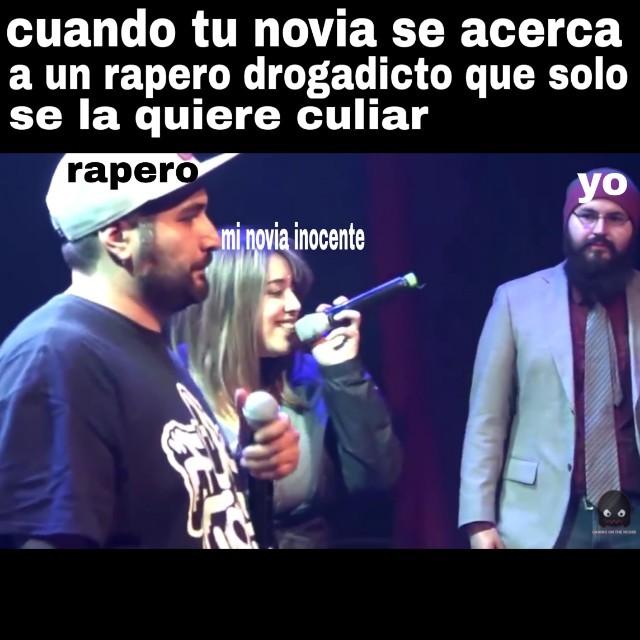 bestia negra en el microphone - meme