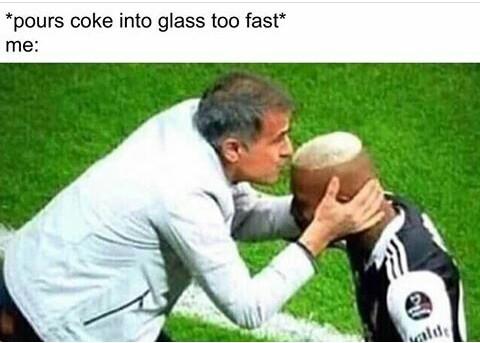 *coloco rápido coca no copo* - meme