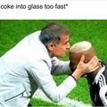 *coloco rápido coca no copo*