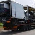 Un camion de camiones de camionetas