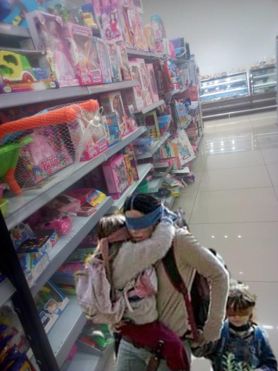 Mi mamá cuando estábamos en las tiendas - meme