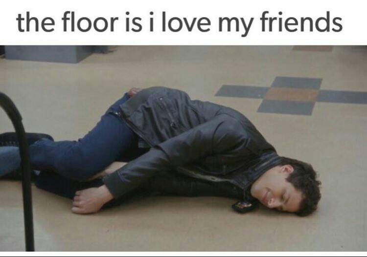 O chão é amar meus amigos.    (Mamar o amigo na brotheragem) - meme