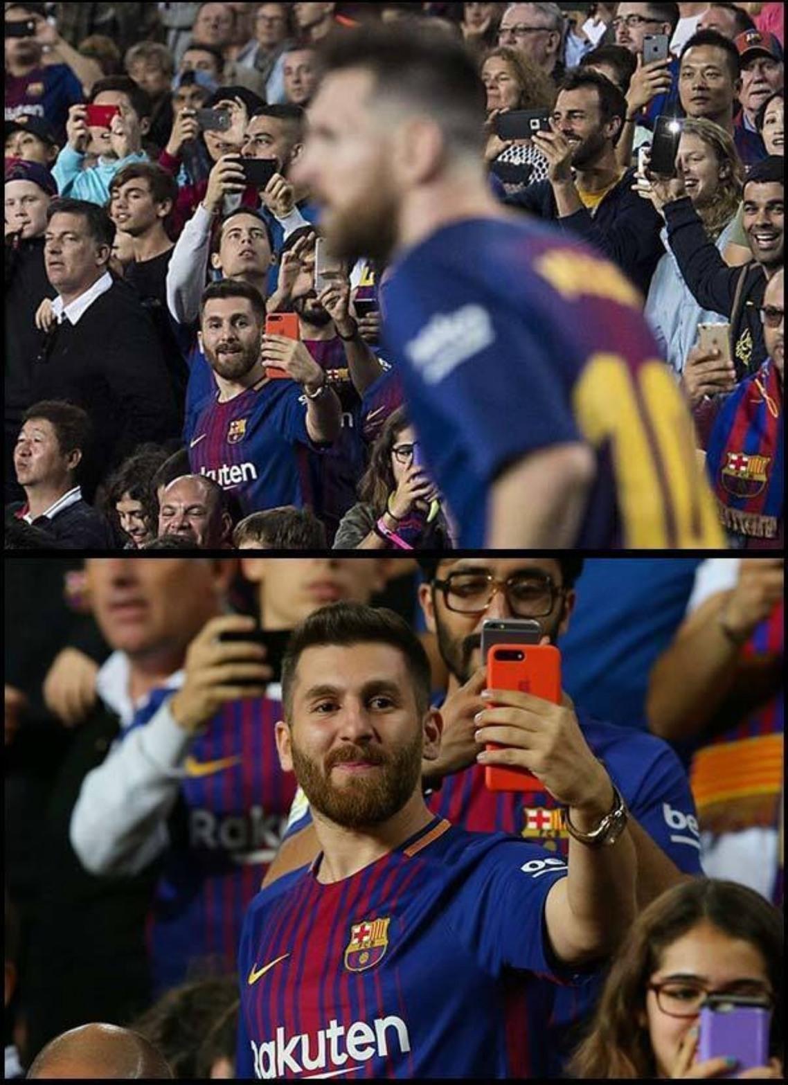 O cara é tão bom que bate falta e tira foto dele ao mesmo tempo - meme