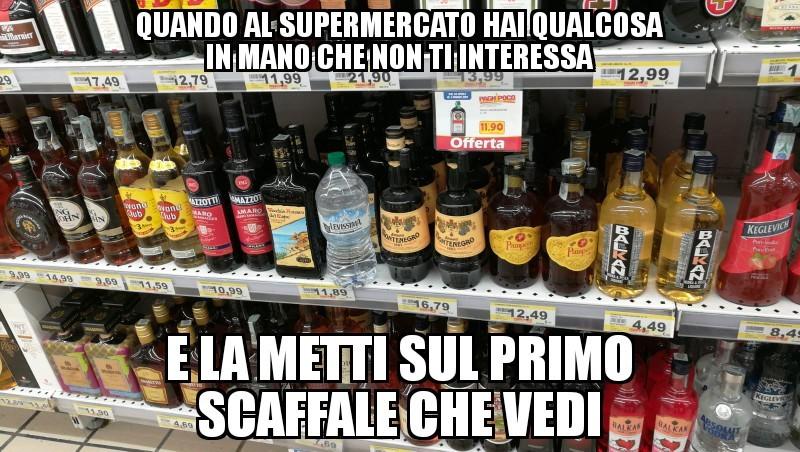 Camminando per il supermercato - meme