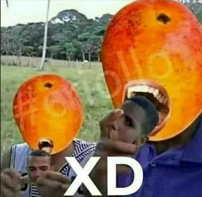 Aquí con el mango maracaton comiendo primo luka - meme