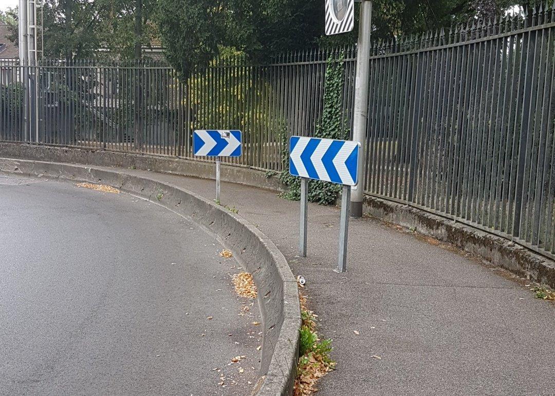 Je tourne à gauche puis je fonce dans le mur ? - meme