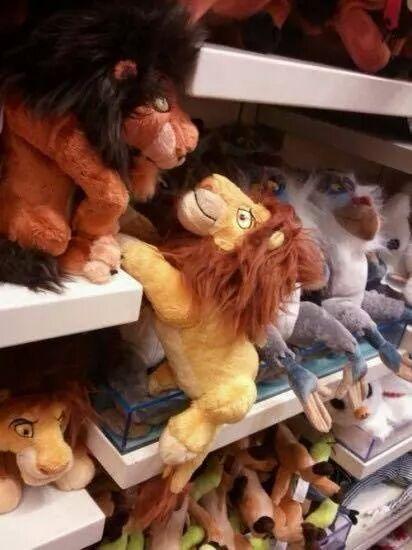 Enquanto isso na loja de brinquedos... - meme