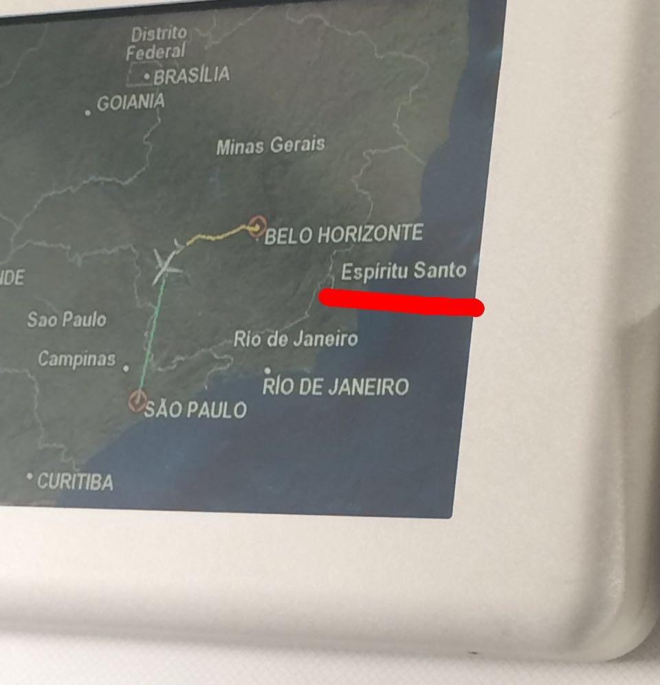 quando o mapa do avião eh pior q vc em português - meme
