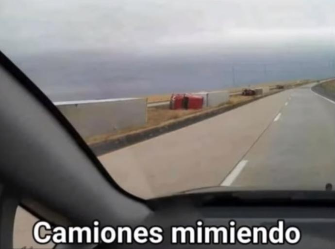 camiones mimiendo - meme