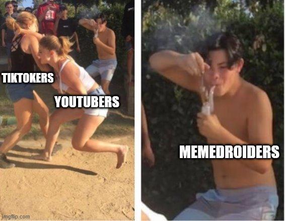 tiktokers de mierda copian algunos videos de youtube - meme