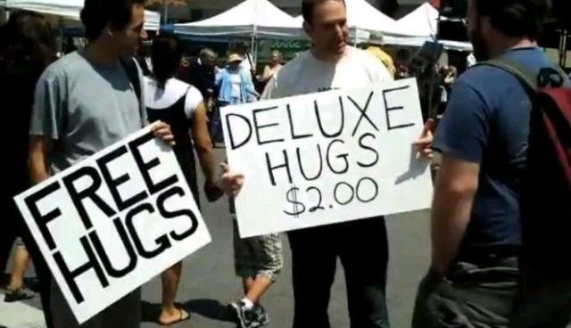 Abrazos gratis / abrazos de lujo - meme