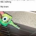 Professor: Do que você está rindo?             Eu: Nada                Meu cérebro: